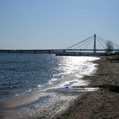 Октябрьский мост весной