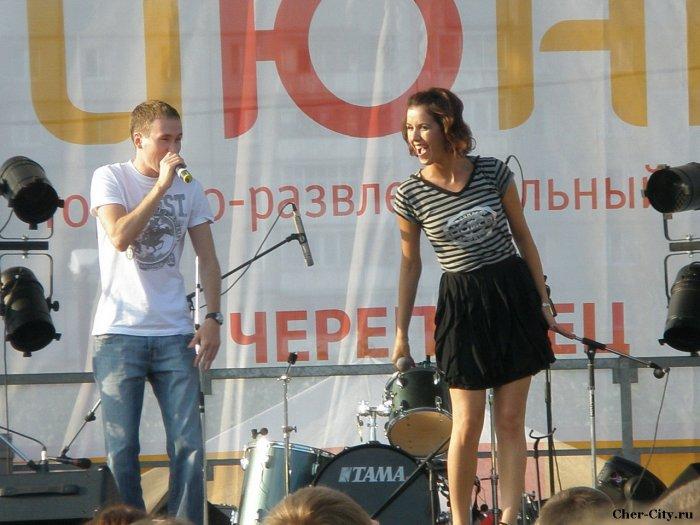 """Открытие ТРЦ """"Июнь"""", солистка Т9 Марина"""