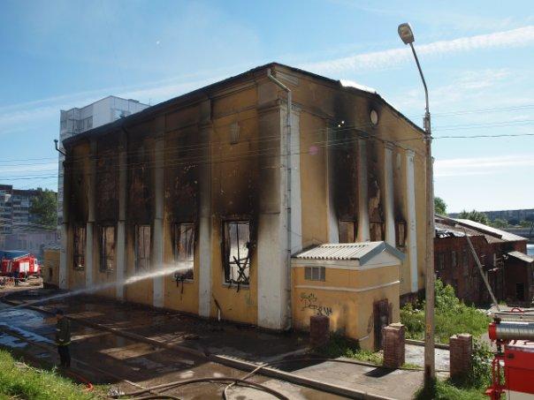 Пожар в бывшей спортивной школе, всё сгорело