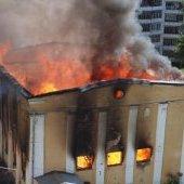 Пожар в бывшей спортивной школе, пламя